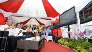 Menhub saat pantau melalui video conference dengan operator bandara dalam wilayah PT Angkasa Pura II di Posko Angkutan Lebaran Terpadu, Terminal 1 B Bandara Soekarno-Hatta pada Jumat (23/6).