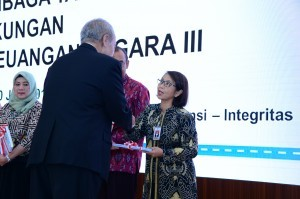 Vice Cabinet Secretary Ratih Nurdiati receives BPK's Investigative Financial Reports (LPH) at BPK Office in Jakarta on Tuesday (20/6)