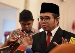 Yudi Latief menjawab wartawan usai pelantikan dirinya sebagai Kepala UKP PIP, di Istana Negara, Jakarta, Rabu (7/6) pagi. (Foto: Rahmat/Humas)