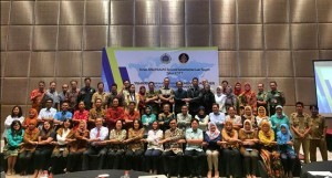 Participants of Thematic Forum of the Governmental Public Relations Coordination Board (Bakohumas) which adopts theme 'Empowering Indonesian Citizen Living Abroad for the National Interest' pose for a group photo at the Ballroom of Novotel Hotel, Tangerang, Banten, on Tuesday (18/7)