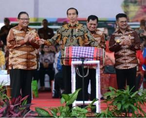 Presiden Jokowi saat menghadiri acara peringatan Hari Koperasi di Makassar, Rabu (12/7).