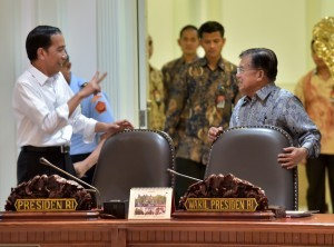 President Jokowi, and Vice President Jusuf Kalla talks before leading a limited meeting on Wednesday (26/7),at the Presidential Office, Jakarta
