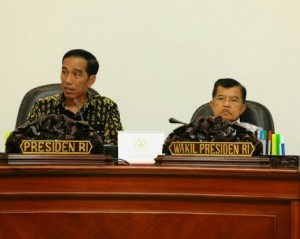 President Jokowi and Vice President Jusuf Kalla lead a Cabinet Meeting