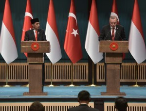 President Jokowi and President Erdogan deliver a joint press statement at the Presidential Palace of the Republic of Turkey, Ankara, on Thursday (6/7)