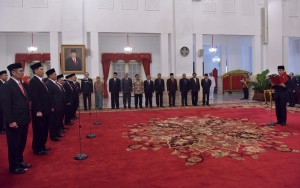 Presiden Jokowi melantik Dewan Pengawas dan Anggota BPKH 2017-2022, di Istana Negara, Jakarta, Rabu (26/7) pagi. (Foto: JAY/Humas)