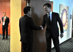 Presiden Jokowi saat menerima PM Rutte di Hotel Steigenberger, Hamburg, Sabtu (8/7). (Foto: Humas/Edi)
