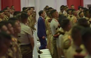 Presiden Jokowi saat hadir dalam acara pembekalan kepada Capaja Akademi TNI dan Polri Tahun 2017, di GOR Ahmad Yani Mabes TNI, Cilangkap, Jakarta Timur, pada Senin (24/7). (Foto: Humas/Rahmat)