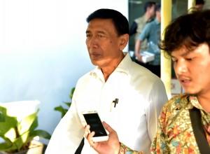 Menko Polhukam Wiranto menjawab pertanyaan wartawan usai mengikuti Rapat Terbatas di Kantor Presiden, Jakarta, Rabu (26/7). (Foto: Humas/Rahmat)