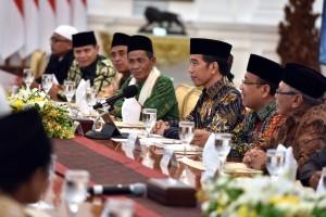 Presiden Jokowi saat menerima para ulama Provinsi Kalimantan Barat, di Istana Merdeka, pada hari Kamis (27/7) sore. (Foto: Humas/Oji)