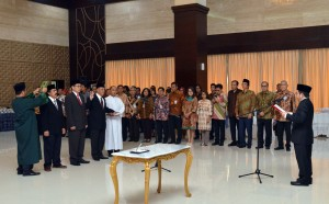 Kepala UKP PIP Yudi Latief melantik tiga deputinya, di di aula Serba Guna, Gedung III Lantai 1 Kemensetneg, Jakarta. Rabu (5/7) pagi. (Foto: JAY/Humas)