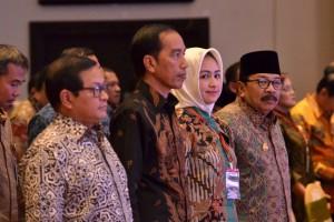 Presiden Jokowi saat hadir pada penutupan Rakernas XII APEKSI Tahun 2017, di Savana Hotel & Convention, Kota Malang, Jatim, Kamis (20/7). (Foto: Humas/Jay)