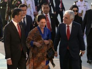 President Jokowi and First Lady Ibu Iriana Joko Widodo arrive in Ankara, Turkey, Wednesday (5/7) evening local time. (Photo: PR/Rahmat)