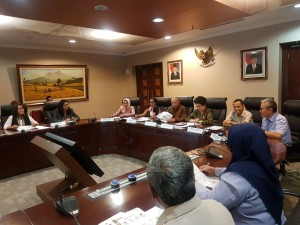 Kepala Staf Presiden Teten Masduki didampingi Menkes Nila F. Moeloek saat menerima panitia Negara (Kemensetneg), dan Kantor Staf Presiden (KSP) menggelar, di kantor KSP, Jakarta, Senin (3/7) kemarin.