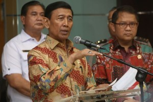 Menko Polhukam dan Menkominfo dalam konferensi pers, di Kantor Kemenko Polhukam, Jakarta, Rabu (12/7).