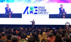 Presiden Jokowi saat memberikan sambutan pada pembukaan Rakernas X APKASI dan APKASI Otonomi Expo 2017, di JCC, Rabu (19/7). (Foto: Humas/Rahmat)
