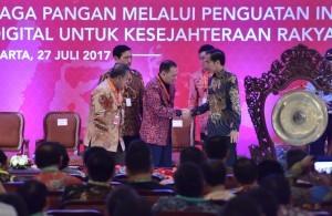 President Jokowi opens the 2017 National Working Meeting of Inflation Control at Grand Sahid Jaya Hotel, Jakarta, Thursday (27/7) (Photo: PR/Jay)