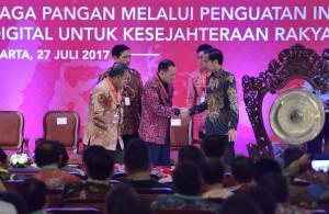 Presiden Jokowi saat membuka Rakornas Pengendalian Inflasi Tahun 2017, di Hotel Grand Sahid Jaya, Jakarta Pusat, Kamis (27/7). (Foto: Humas/Jay)