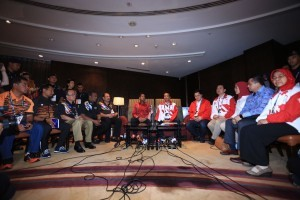 Malaysian Youth and Sports Minister Khairy Jamaluddin and Indonesian Youth and Sports Minister Imam Nahrawi sit together after a meeting at the Shangri la Hotel, Kuala Lumpur, Malaysia on Sunday (20/8)