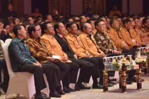 President Jokowi, accompanied by Cabinet Secretary Pramono Anung and Minister of Home Affairs Tjahjo Kumolo, attends the National Leadership Meeting of Hanura Party on Friday (4/8), in Kuta, Bali
