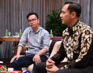 Agus Yudhoyono berbincang dengan Kaesang.