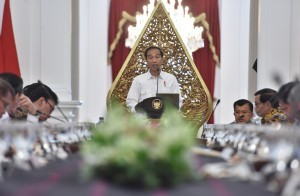 President Jokowi gives an introductory remarks at the Plenary Cabinet Meeting at the Presidential Palace, Jakarta, Tuesday (29/8). (Photo: PR/Jay)