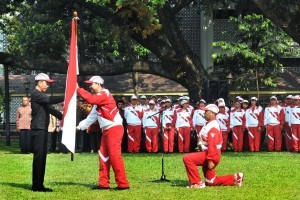 President Jokowi releases Indonesian contingent who will compete in the 29th SEA Games 2017, Kuala Lumpur, Malaysia, in the central courtyard of Presidential Palace, Monday (7/8). (Photo: PR/Oji)