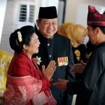 Presiden Jokowi berbincang dengan Presiden ke-6 SBY dalam acara Peringatan HUT ke-71 RI, di Istana Merdeka, Jakarta ( Foto: Humas/OJI)