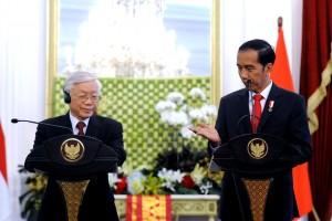 Presiden Jokowi saat menerima kunjungan Sekjen Partai Republik Sosialis Vietnam Nguyen Phu Trong, di Istana Merdeka Jakarta, pada Rabu (23/8) siang. (Foto: Humas/Oji)