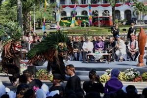 Kesenian yang tampil pada Karnaval Kemerdekaan Pesona Parahyangan di Bandung, Jawa Barat, Sabtu (26/8). (Foto: Humas/Rahmat)