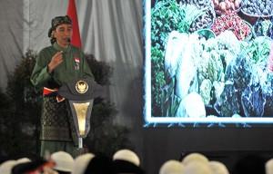 Presiden Jokowi memberikan sambutan pada pembukaan Pasanggiri Nasional serta Kejuaraan Nasional Tingkat Remaja Perguruan Pencak Silat Nasional (Persinas) ASAD 2017, di Pondok Pesantren Minhaajurrosyidiin, Lubang Buaya, Jakarta, Selasa (8/8) pagi. (Foto: JAY/Humas)