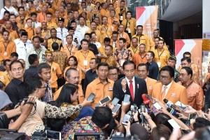 President Jokowi answers the reporters' questions after opening the Hanura Party's National Leadership Meeting, at the Stones Hotel, Kuta, Bali, Friday (4/8). (Photo: PR/Oji)