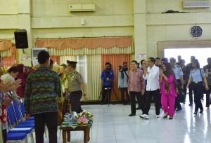 Ibu Iriana when delivering a general lecture at Muhammadiyah University, Jember, Sunday (13/8) afternoon (Photo: PR/Agung)