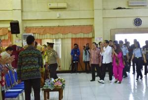 Presiden Joko Widodo (Jokowi), didampingi Ibu Negara Iriana, memberikan kuliah umum di Universitas Muhammadiyah Jember, Minggu (13/8) sore. (Foto: Humas/Agung)