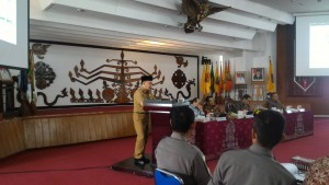 Central Kalimantan Governor delivers his remarks before Members of the House of Representatives Commission II at the Office of the Governor of Central Kalimantan. (Photo: PR/Edi)