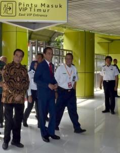 Presiden Jokowi saat akan berangkat ke Sukabumi di Stasiun Gambir, Jakarta, Kamis (31/8).