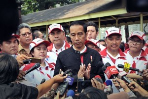 Presiden Jokowi responds to the journalists' questions after sending off the athletes of SEA Games XXIX, at center yard of the Merdeka Palace, Jakarta, Monday (7/8) (Photo: PR/ Oji)
