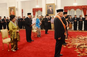 Para penerima Tanda Kehormatan Republik Indonesia, di Istana Negara, Jakarta, Selasa (15/8). (Foto: Humas/Deni)