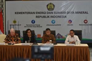 Konferensi pers Tim Perundingan Pemerintah dan PT Freeport Indonesia, di Kantor Kementerian ESDM, Jakarta, Minggu (27/8)
