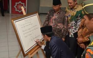 Pesan Presiden Jokowi dalam acara Majelis Tafsir Alquran (MTA) di Solo, Jawa Tengah, Minggu (17/7). (Foto: Humas/Jay)
