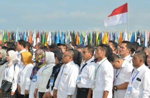 Para rektor dan pimpinan perguruan tinggi se Indonesia menyampaikan Deklarasi Kebangsaan Perguruan Tinggi se-Indonesia Melawan Radikalisme, di Peninsula Island, Nusa Dua, Kabupaten Badung, Provinsi Bali, Selasa (26/9) pagi. (Foto: JAY/Humas)