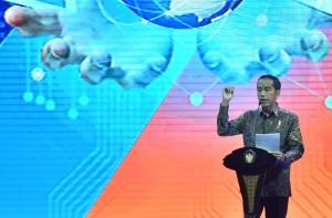 "Presiden Jokowi memberikan sambutan pada acara Economic Talkshow ""Ekonomi Baru di Era Digital"" sekaligus pembukaan Indonesia Business & Development Expo, di JCC, Senayan, Jakarta, Rabu (20/9) pagi. (Foto: JAY/Humas)"