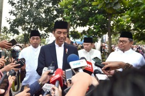 President Jokowi answers the reporters' questions in Sukabumi, West Java, Friday (1/9).