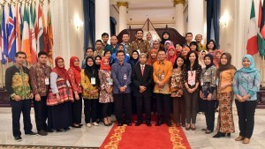 Participants of First Level Functional Translator Education and Trainingreceived by Deputy Minister of Foreign Affairsat the Ministry of Foreign Affairs, Jakarta, Tuesday (12/9) afternoon. (Photo: PR/Rahmat)