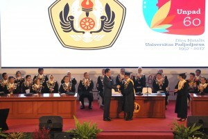 President Jokowi attends the 60th Dies Natalis (anniversary) event (1957-2017) of Padjadjaran University in Bandung, West Java, Monday (11/9). (Photo by: OJI/Public Relations Division)