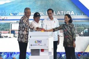 Presiden saat meresmikan Jalan Tol Semarang - Solo Seksi III : Bawen – Salatiga, Jawa Tengah, Senin (25/9). (Foto: Humas/Oji)