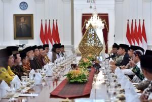 Suasana pertemuan Presiden Jokowi dengan para ulama dari Jawa Tengah, di Istana Merdeka, Jakarta, Rabu (13/9) sore. (Foto: Humas/Jay)