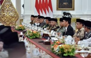 Presiden Jokowi saat menerima 38 Ulama, Kyai, dan Umaro dari Jawa Tengah,  di Istana Merdeka, Jakarta, Rabu (13/9) sore. (Foto: Humas/Jay)