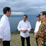 Presiden saat meninjau kawasan pariwisata Danau Toba Provinsi Sumatra Utara, Sabtu (14/10). (Foto: BPMI)