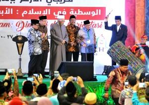 Presiden saat membuka acara yang diselenggarakan di gedung Islamic Center NTB, di kota Mataram, NTB, Kamis (19/10). (Foto: Humas/Rahmat)
