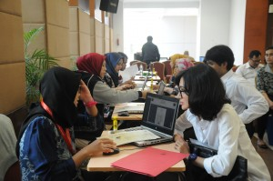 Suasana proses verifikasi berkas administrasi CPNS Sekretariat Kabinet di Pusdiklat, Kemensetneg, Jakarta Selatan. (Foto: Humas/Deni)
